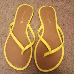 Women's flip flop sandals size 8